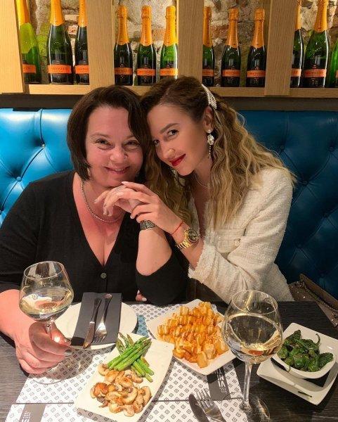 Мама в «черном списке»: Ольга Бузова не простила родителей за связь с сестрой