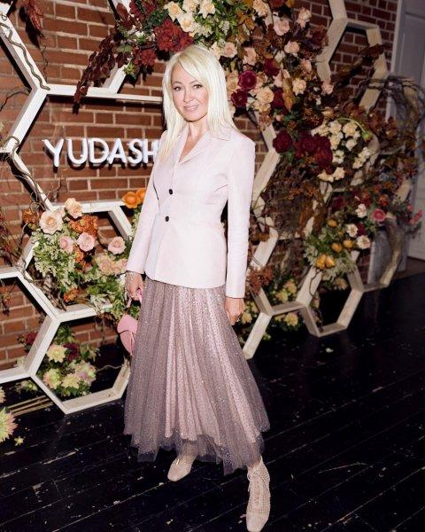 Мания величия! Страдающая от «звездной болезни» Рудковская устроила выставку своих «лакшери» платьев