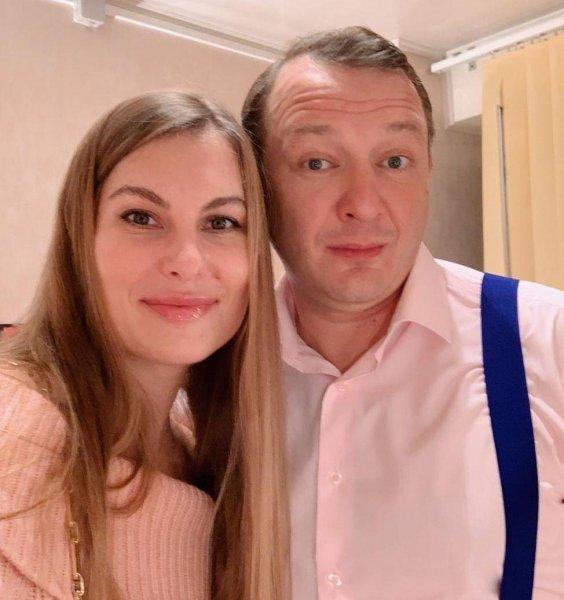 Ушёл с «Первого», уйдёт и с «ТНТ»: Жена Башарова специально трезвонит о разводе, осознавая последствия для Марата