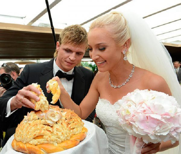 Бузова вышла замуж тайно, чтобы не потерять «хайповую» известность «брошенки»