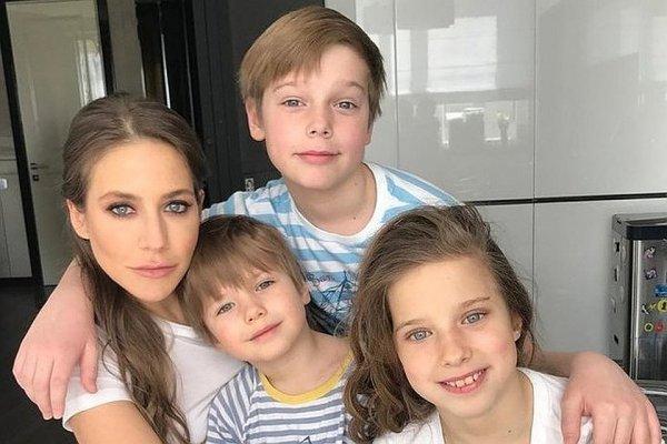Образец «хорошей» мамы: Барановская публично высмеивает своих детей