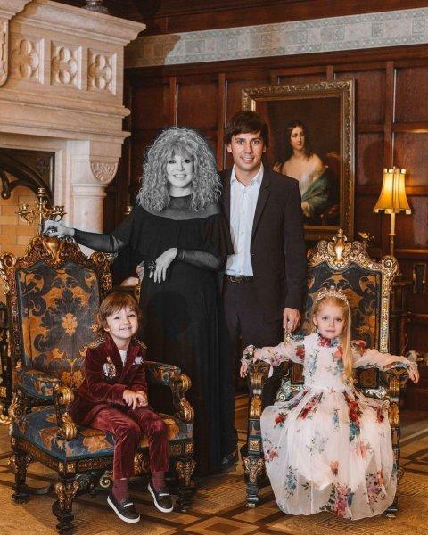 А где Алла? Галкин «прячет» Пугачёву от детей, готовя их к скорому «уходу» мамы - сеть