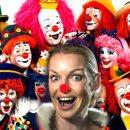 Приглашена в качестве клоуна. Своим вызывающим поведением Волочкова разбавила «скучную» встречу интеллигентных людей