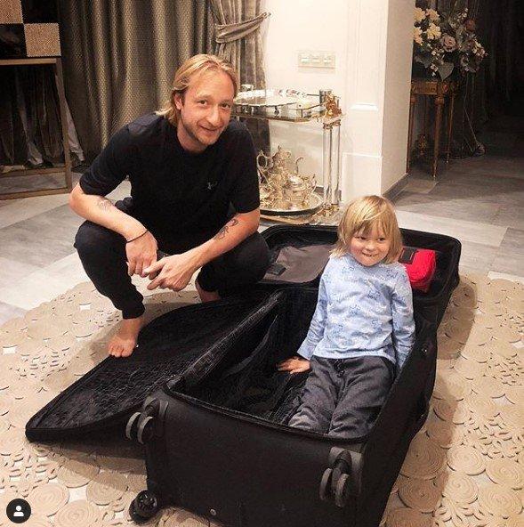 Боится матери? Сын Рудковской хотел «сбежать» вместе с отцом в Японию