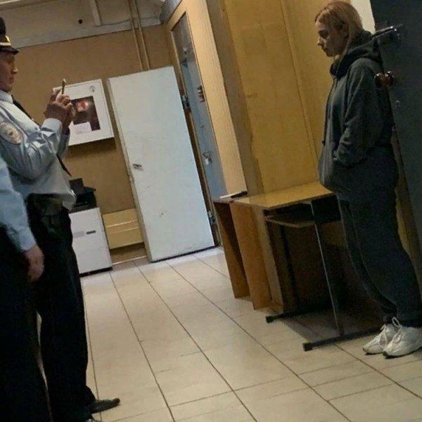 «На всё готова ради хайпа»? – Фанаты выругали экс-солистку «Серебро» за фото в отделе полиции