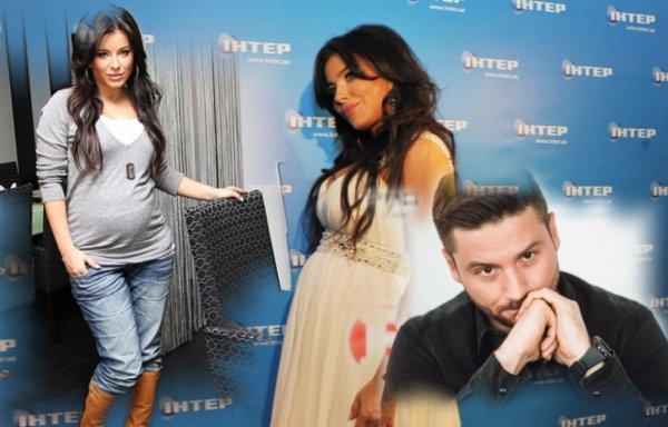 Ждет братика или сестричку? Беременная Ани Лорак приучает дочь ухаживать за маленьким ребёнком