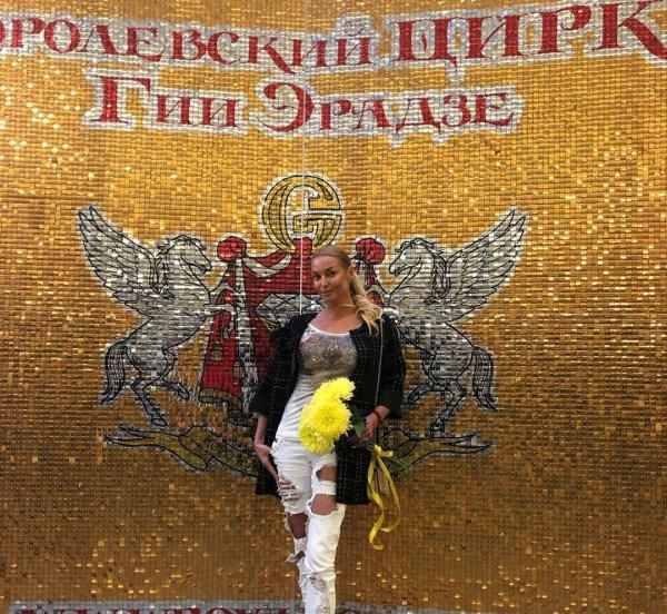 Нашла заначку с 90-х: Волочкова оконфузилась одеждой с «Черкизовского рынка»
