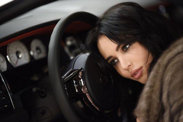 «Просто села и поехала» — Решетова купила водительские права?