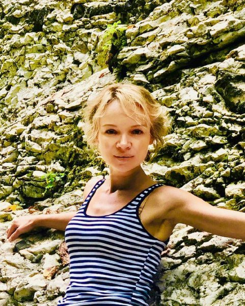 Снимала «на тапок»? Цымбалюк-Романовская выдала нищенское положение скверными фотографиями
