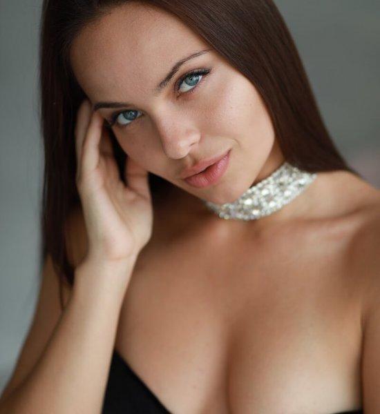 Внешность Анджелины, душа содержанки – За чей счет живет «русская Джоли»?