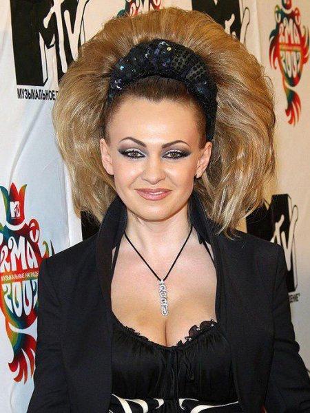 «Донателла на минималках… с челкой из Мариуполя-2007»: Яна Рудковская подверглась жесткой критике известного блогера