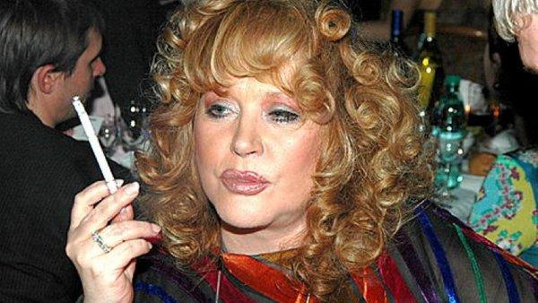 Где былая красота? Курильщица Пугачёва стала посмешищем в Сети