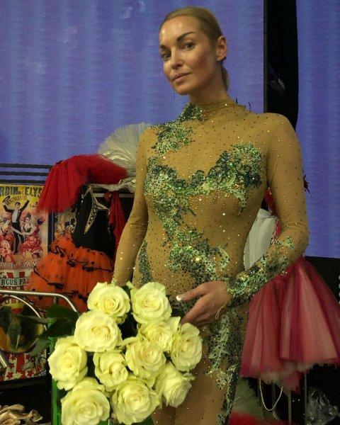 Лайфхак от Волочковой! Балерина передарила «подвявший» букет учительнице дочери