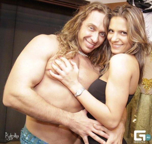 Королева за дверь - любовница в постель: Тарзан зажимался клубе со стройной блондинкой