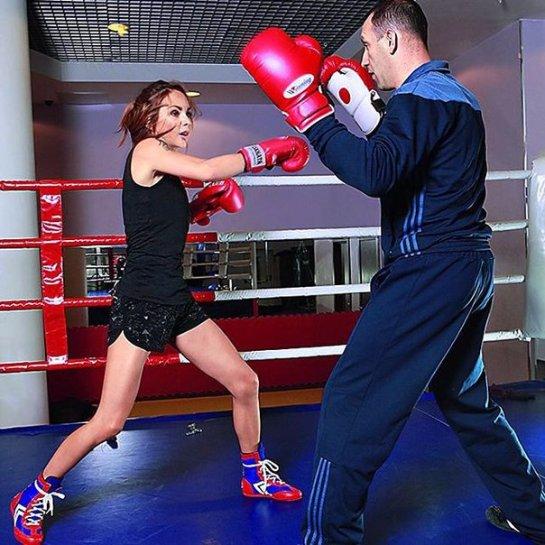 Певица Максим увлеклась боксом