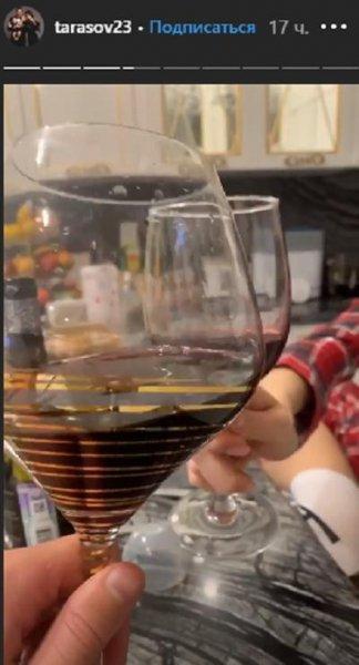 Хватит губить ребёнка! Беременная Костенко «заливается» алкоголем