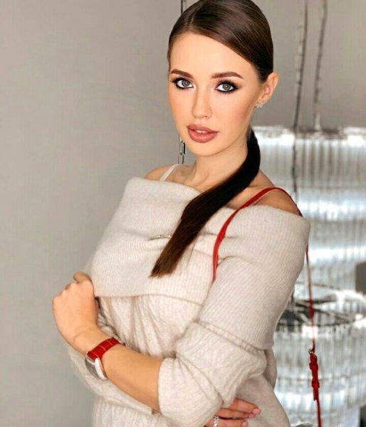 Беременная Костенко впервые прокомментировала скандал с задолженностью Тарасова по алиментам