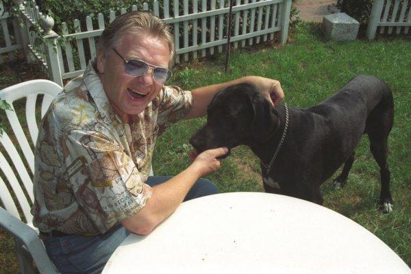 Собаки стали ближе родственников? Юрий Антонов в тяжелом состоянии был «брошен» родными детьми