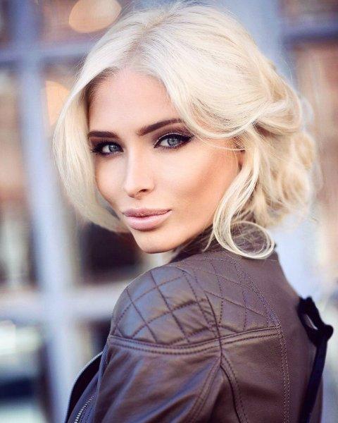 Нос на пол лица, раздутые губы и второй подбородок: Алёна Шишкова предстала после неудачной пластики