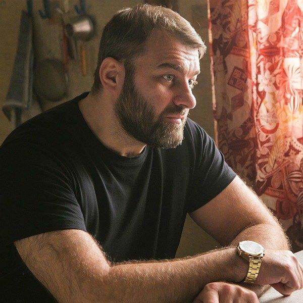 Брутальный Пореченков дал слабину или как супруга актера превратила его в послушного подкаблучника?
