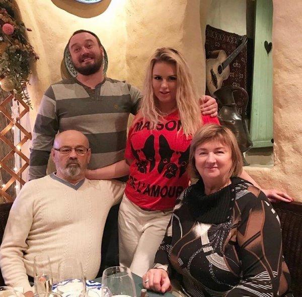 «Отца подставили»: карьера Семенович чуть неканула влету из-за проблем отца сзаконом