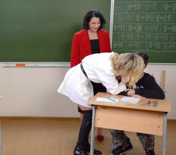 «Чувствую себя униженным» или как Гагарина смутила мальчика поцелуем