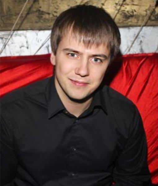 Слёзы на глазах и боль в душе: Иван Жидков переживает тяжелые отношения с родным отцом