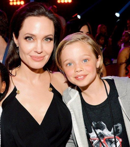 Превращаясь в мальчика, дерзкая дочь Джоли хочет наконец-то порвать с матерью ради Питта?
