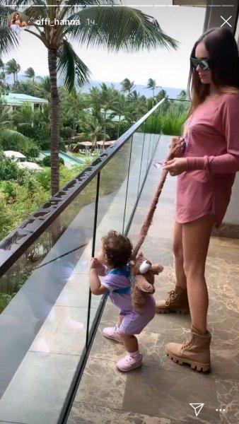 «Поводок» для дочери или как Пашу с Ханной отдыхают с ребенком на Гавайях