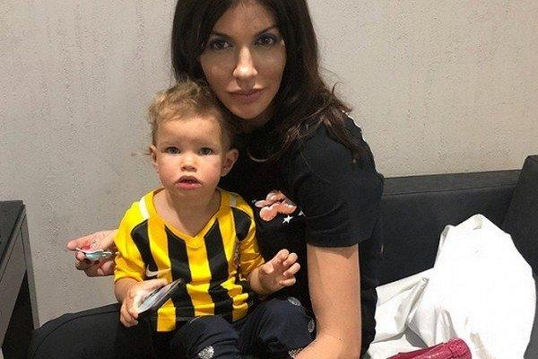 Аршавин отправил дочь бомжевать на улицу! Футболист выгнал бывшую жену с ребенком из квартиры