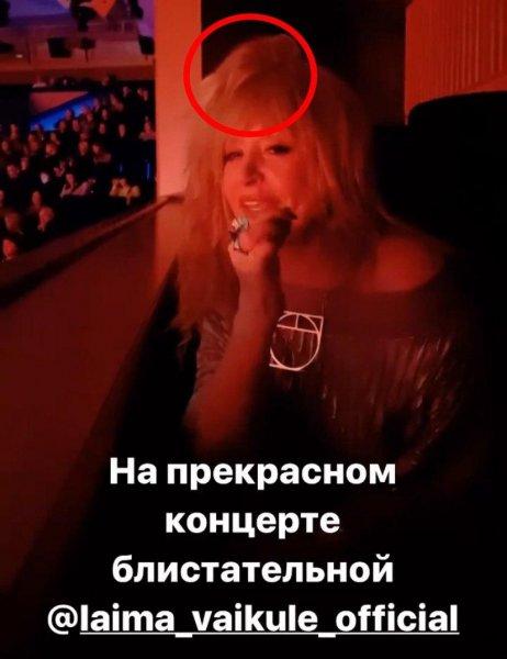 Лысину уже не скрыть! Еле трезвая Пугачева не заметила съехавший парик