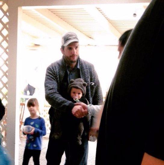 Фото ребенка Милы Кунис и Эштона Катчера попали в Сеть