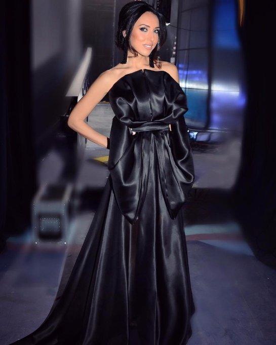 Алсу похвасталась стройной фигурой в шикарном платье