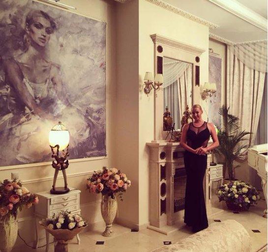 Анастасия Волочкова показала свой шикарный особняк