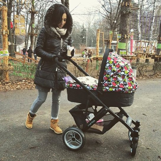Анна Завальская поделилась фотографиями, сделанными во время прогулки с сыном