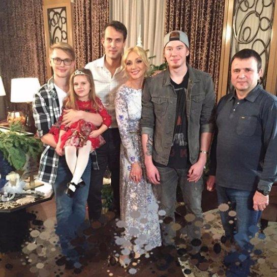 Кристина Орбакайте вышла в свет с мужем