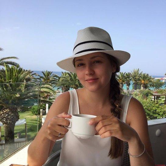 Анна Михайловская отдыхает с мужем и сыном на Кипре