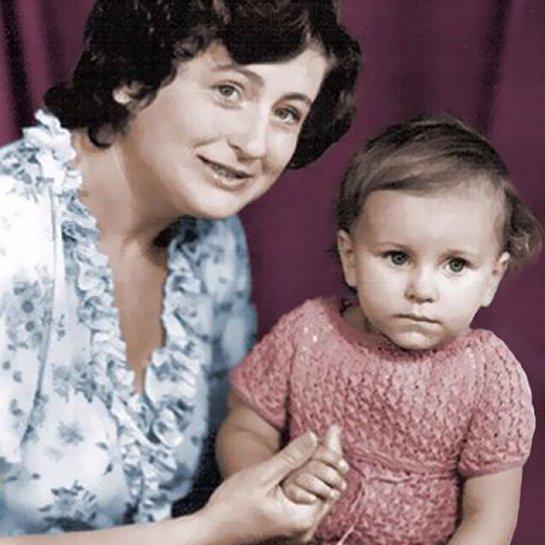 Ани Лорак показала трогательное фото с мамой