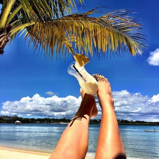 Глюкоза отдыхает с семьей на острове Маврикий