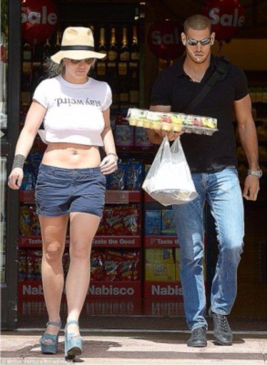 Бритни Спирс поразила публику в мини-шортах