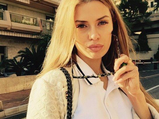 Виктория Боня показала школьную фотографию