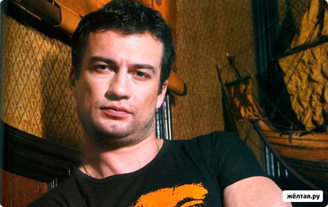 Андрей Чернышов ведет холостяцкий образ жизни