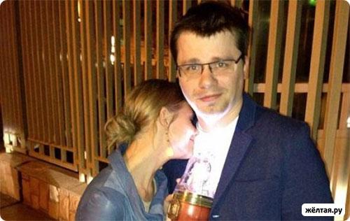 Гарик Харламов разводится с женой, но не спешит жениться на Кристине Асмус