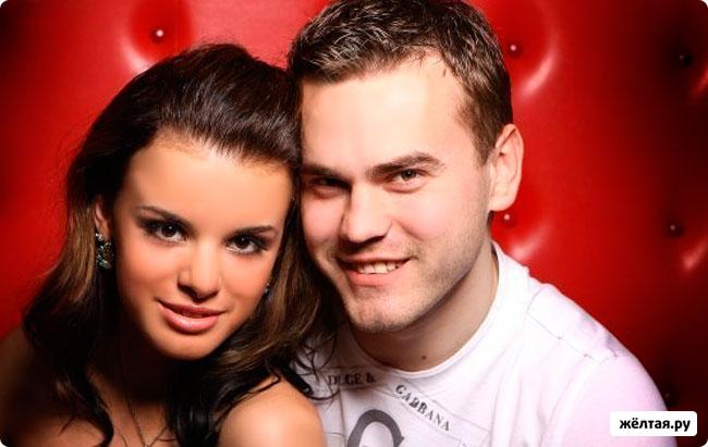 Игорь Акинфеев и его девушка (4 фотографии, 2011 год)