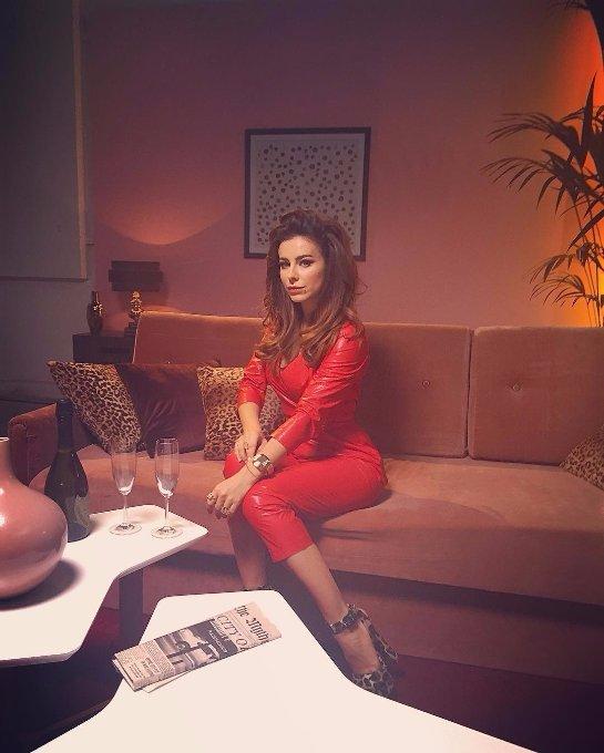 Ани Лорак предстала в дерзком образе на съемках нового клипа