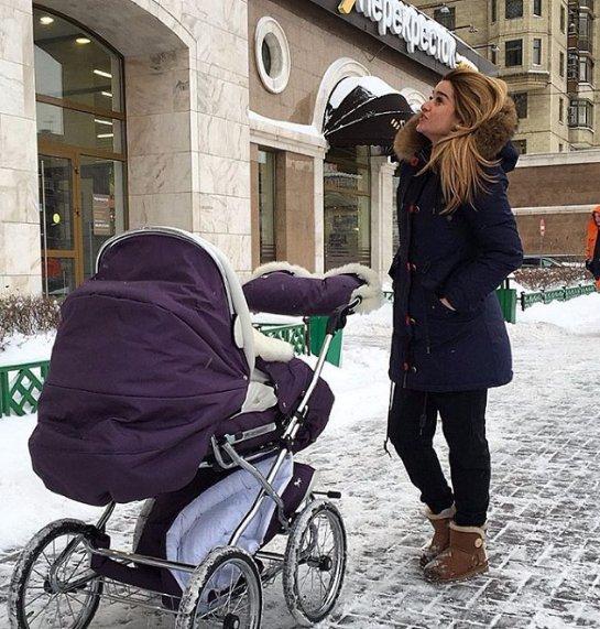 Ксения Бородина поделилась снимками, cделанными во время прогулки с дочерьми