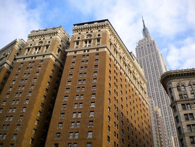 Дочь американского дипломата выпала из окна небоскреба