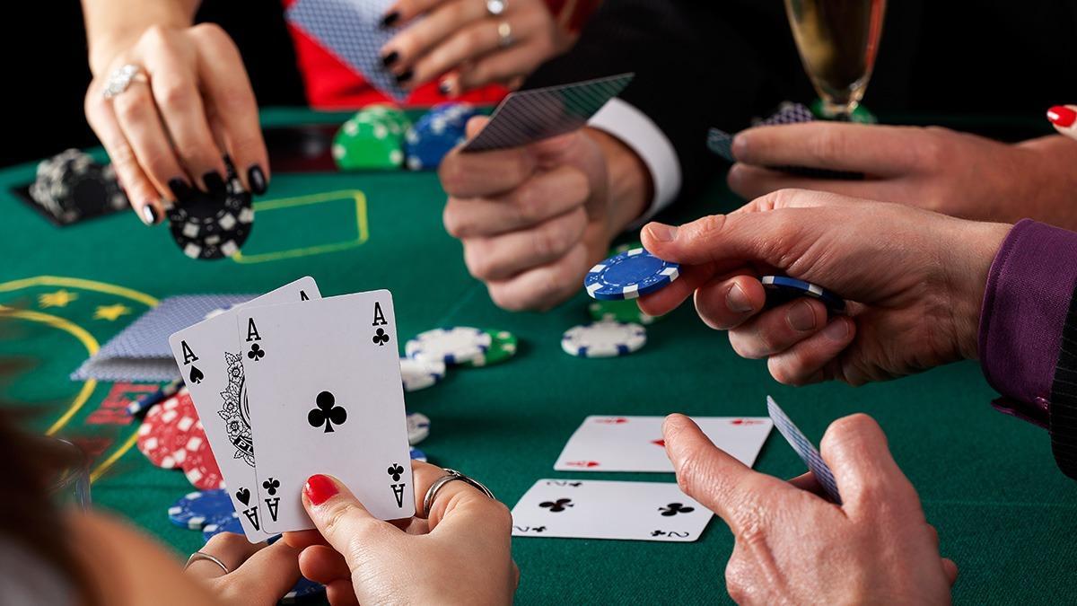 Играйте в покер в любое время вместе с ПокерДом