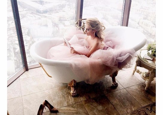 Саша Савельева показала снимки, сделанные в ванной
