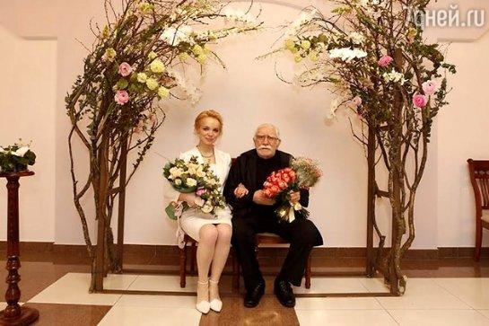 Армен Джигарханян женился на молодой избраннице